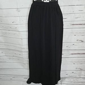 H&M maxi skirt w/ pockets size small